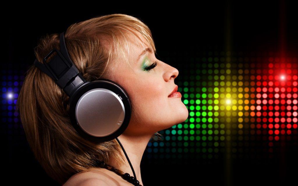 girl-listening-music-1680-1050-7947
